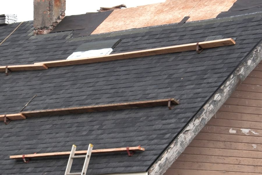 5 Reasons Why DIY Roofing in Ann Arbor Michigan is Risky